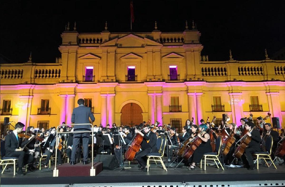 Desde los balcones de la Moneda se homenajeó a Violeta Parra